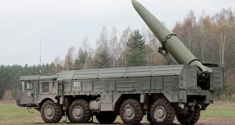 Hệ thống phóng tên lửa tầm ngắn di động Iskander ở Kaliningrad. (Ảnh: