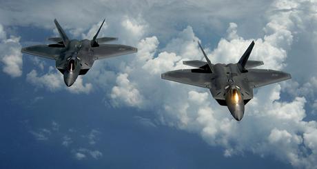 Không quân Mỹ ký hợp đồng 70 triệu USD nhằm kéo dài thời gian bay của F-22 Raptor. (Ảnh: