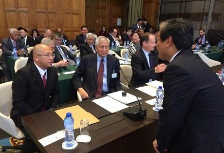 Phái đoàn Phillippines trong phiên điều trần trước Tòa trọng tài