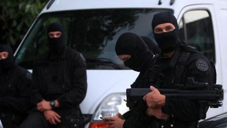 Cảnh sát Pháp đã lục soát trung tâm thương mại nhưng không tìm thấy các tay súng. (Ảnh: