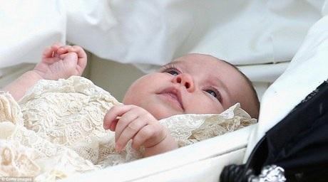 Hình ảnh đáng yêu của tiểu Công chúa rất được mong chờ của nước Anh.