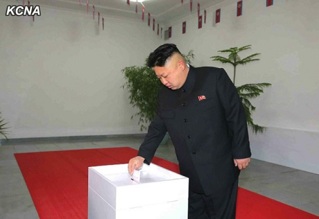 Ông Kim Jong-un bỏ phiếu bầu cử Hội đồng nhân dân tối cao hồi năm 2014. (Ảnh: