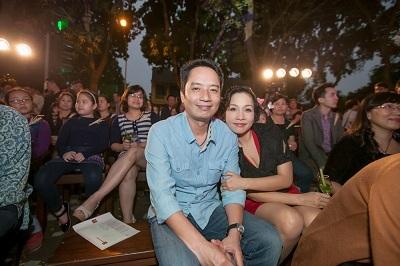 Gia đình ca sỹ Mỹ Linh đến chia vui cùng Quán Ăn Ngon.