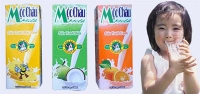 Tập cho bé uống sữa tươi từ tháng thứ 9