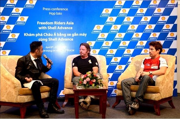 Nicky Hayden và Charley Boorman trong buổi họp báo ra mắt chương trình