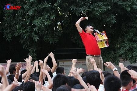 Lý Dương - người thầy sáng lập phương pháp học tiếng Anh độc đáo Crazy English