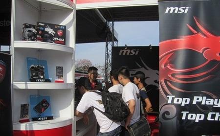 Khán giả tìm hiểu sản phẩm MSI