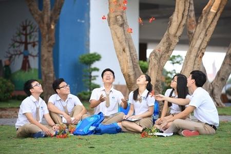 Các em học sinh trong khuôn viên trường VSTARSCHOOL.