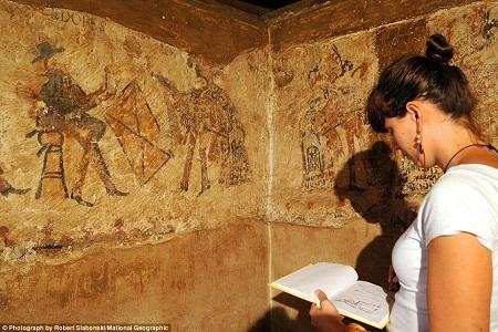 Hình vẽ cổ xưa của người Maya tìm thấy trong... xó bếp