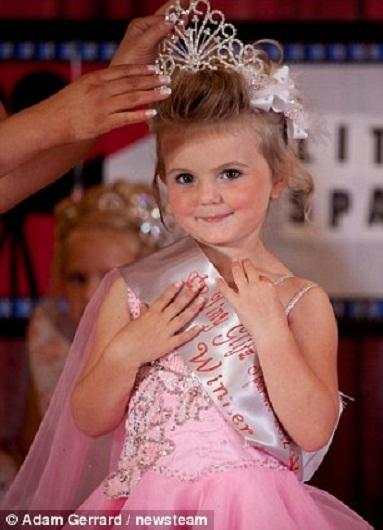 Một hoa hậu của cuộc thi, bé Dyamond Donovan, 4 tuổi