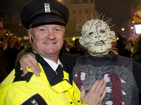 """Thành viên đoàn diễu hành """"zombie"""" ở Amsterdam, Hà Lan."""