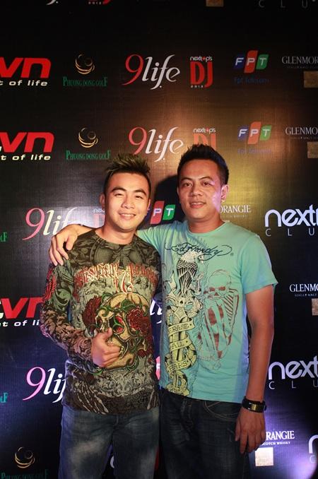 DJ Võ Hoàng Nhân (nghệ danh Ken) bên đàn anh là DJ Hoàng Anh
