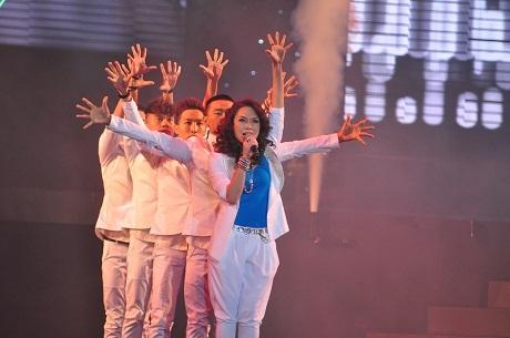 Mỹ Tâm thể hiện trọn vẹn cả giọng ca và khả năng vũ đạo trên sân khấu