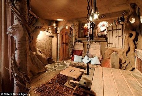Du khách mặc sức tưởng tượng với không gian trong phòng.