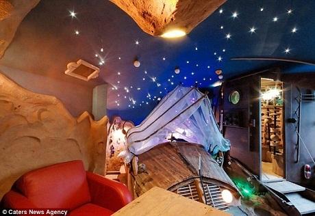 Phòng ngủ lấy cảm hứng từ không gian vũ trụ.