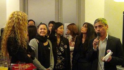 Ông Nguyễn Bình phát biểu tại buổi khai trương