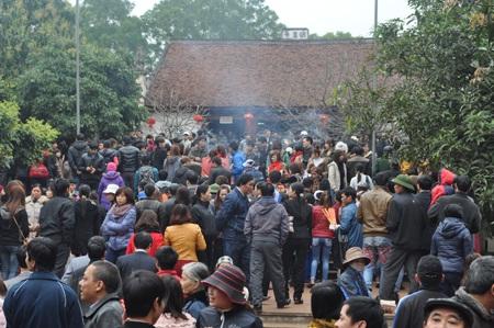 Thanh niên góp một phần không nhỏ để thay đổi nhận thức của nhiều người dân tham gia lễ hội