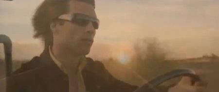 Jon vào vai Derek Bliss - một thợ săn ma cà rồng.