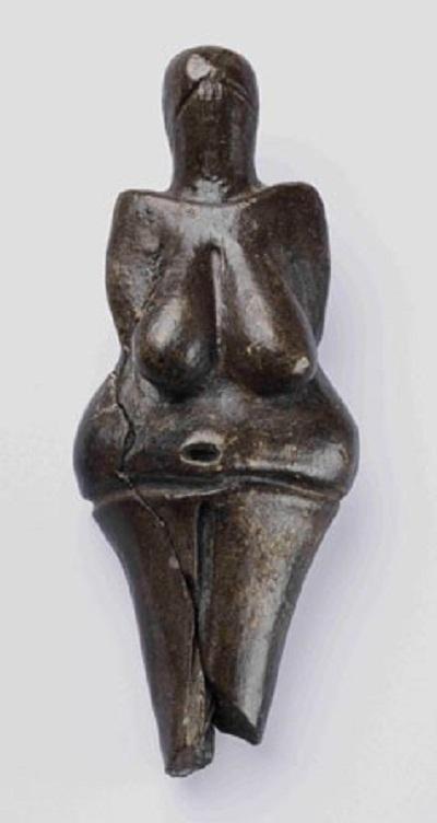 Một bức tượng gốm cổ xưa hiếm có.