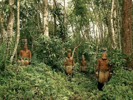 Con người – Kiểm lâm trong rừng Amazon ở Colombia.