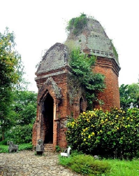 Nét cổ kính hiện lên rõ trên từng chi tiết trên các tòa tháp cổ tại thánh địa Mỹ Sơn