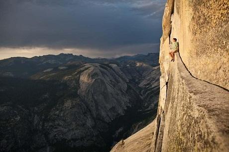 Hóng gió trên vách núi Yosemite.
