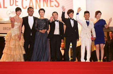 Đoàn làm phim A Touch of Sin trên bục nhận giải