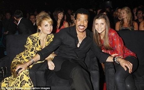 Bức hình chụp năm 2010 của Lionel Richie bên hai cô con gái – Nicole và Sofia.
