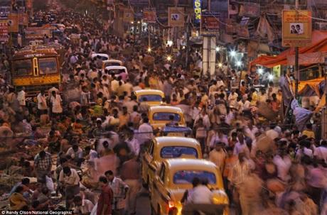Những con phố đông đúc, chật chội ở Calcutta, Ấn Độ.