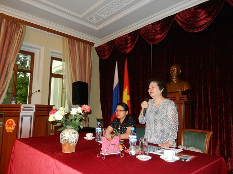 Bà Trương Mỹ Hoa, Nguyên Phó Chủ tịch Nước, Chủ tịch Quỹ Học bổng Vừ A Dính phát biểu.