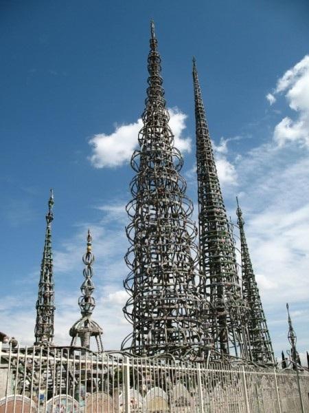 Công trình Tháp Watts tại thành phố L.A, bang California, Mỹ.