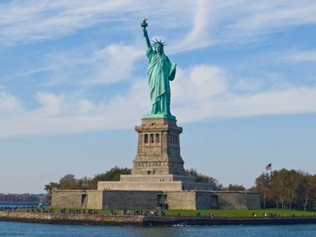 Tượng nữ thần tự do trên đảo Liberty tại cảng New York, Mỹ.