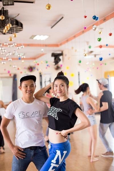 Người mẫu Ngọc Quyên tích cực tập luyện, chuẩn bị cho sự xuất hiện thật hoàn hảo tại Đêm vũ hội.