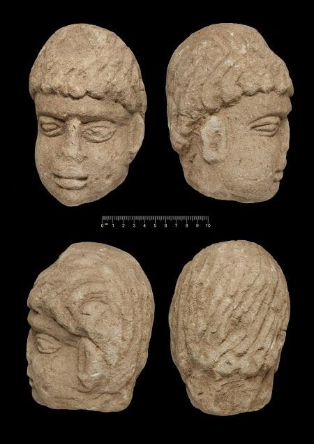 Bốn mặt của bức tượng