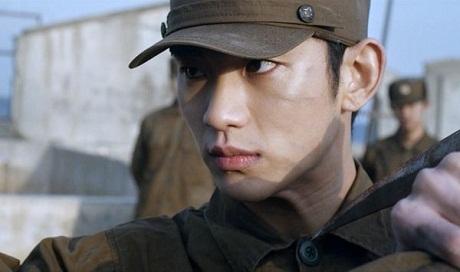 Kim Soo-Hyun gây ấn tượng mạnh với khán giả Hàn Quốc trong bộ quân phục của quân nhân Triều Tiên.