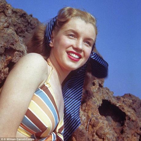 Vẻ đẹp của Norma Jeane rất dễ chịu, khiến cô nhanh chóng gây được cảm tình đối với khán giả.
