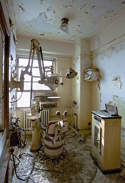 Một phòng khám nha khoa ở tòa tháp Broderick.