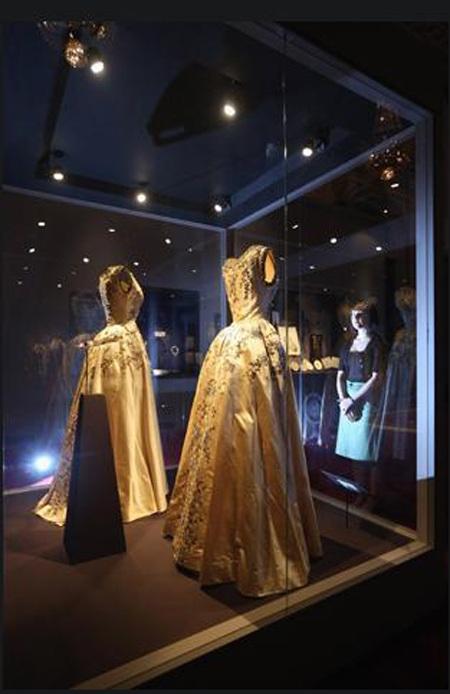 Trang phục dành cho nữ hầu gái phục vụ Nữ hàng tại buổi lễ