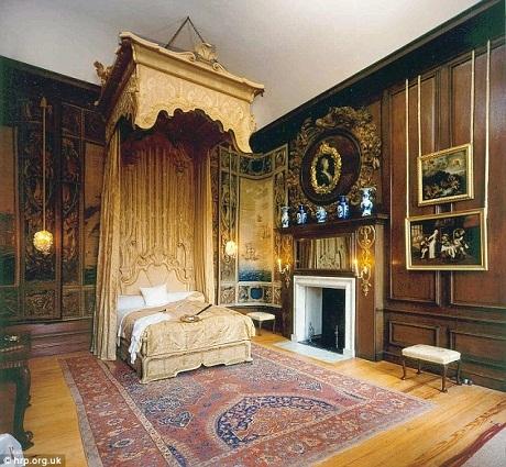 Giường ngủ của Hoàng hậu Caroline (1768-1821), vợ vua George IV.