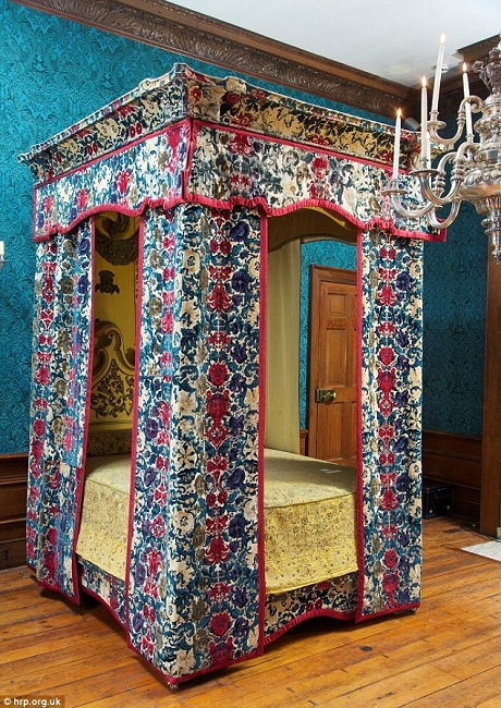 Giường ngủ của Hoàng hậu Mary (1658-1718), vợ vua James II.