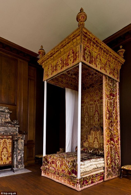 Giường ngủ của Nữ hoàng Anne (1665-1714).