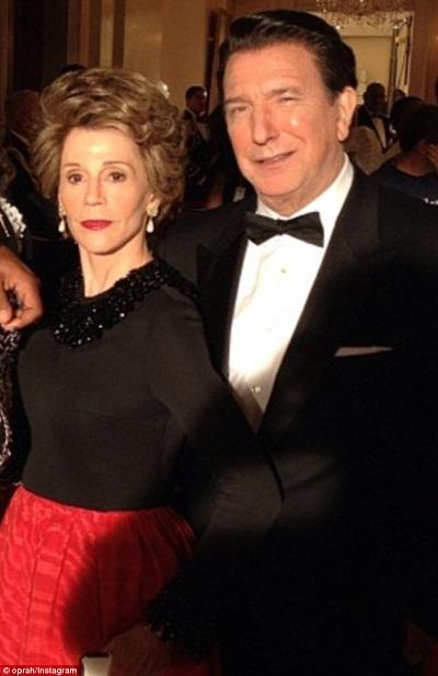Nữ diễn viên Jane Fonda (trái) và cựu phu nhân Tổng thống Nancy Reagan (phải).