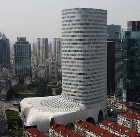 Tòa nhà LV ở thành phố Thượng Hải trông như một chiếc giày.