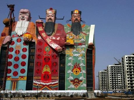 """Trung Quốc """"đau đầu"""" vì những tòa nhà xấu xí"""