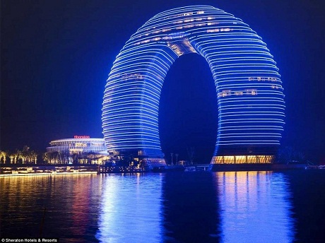 Khách sạn Sheraton Hồ Châu là một công trình nổi bật của thành phố Hồ Châu.