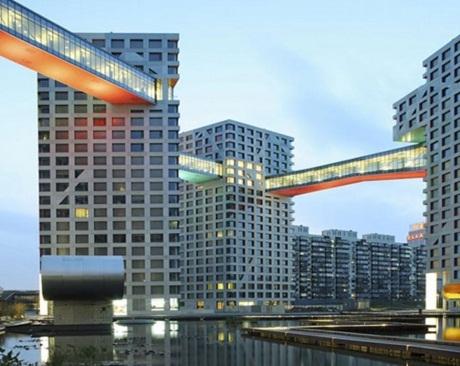 Những tòa nhà khổng lồ ở thủ đô Bắc Kinh được kết nối với nhau một cách cứng nhắc.