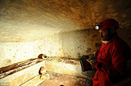 Đây là lần đầu tiên người ta mở lối vào hầm mộ sau hàng thế kỷ đóng kín.