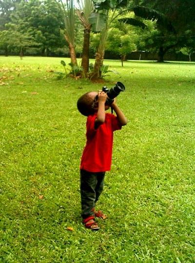 Những bức ảnh của Fuji luôn khắc họa quang cảnh cuộc sống hàng ngày diễn ra xung quanh cậu bé.