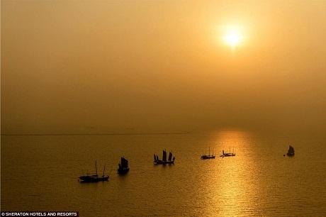 Mặt trời lặn trên hồ Đại.