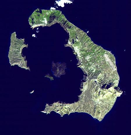 Ảnh vệ tinh của quần đảo Santorini. Nơi này thường được cho là địa điểm của Atlantis.
